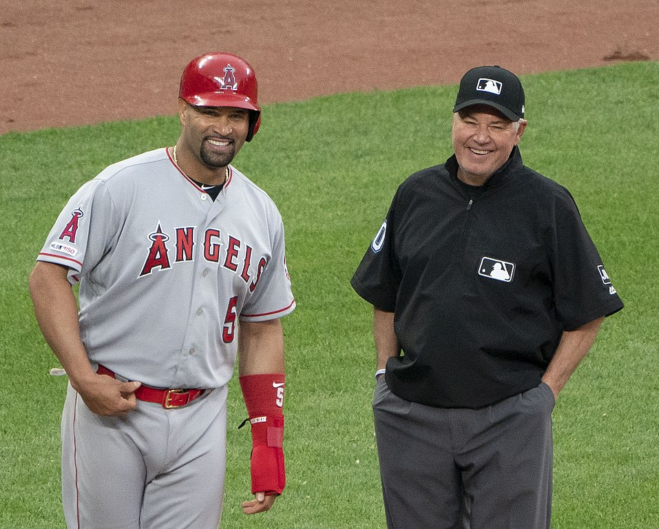 Albert Pujols moves to fifth place in the MLB career home run list